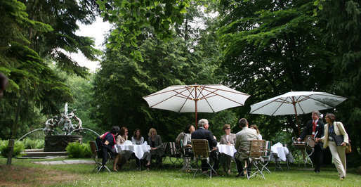 Partners of G8 leaders enjoy coffee Thursday, June 7, 2007, in the Castle Garden at Burg Schlitz in Hohen Demzin, Germany. White House photo by Shealah Craighead