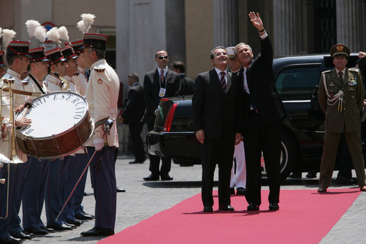 President George W. Bush waves as he stands with Italy's Prime Minister Romano Prodi Saturday, June 9, 2007, after arriving at Chigi Palace in Rome. White House photo by Chris Greenberg