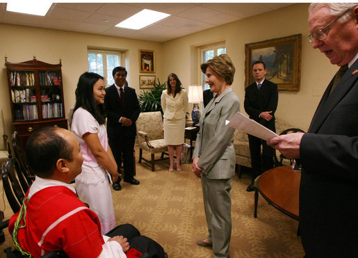 Mrs. Laura Bush speaks with Naw K'nyaw Paw at a meeting with members of the Burma Ethnic Nationalities Council delegation Tuesday, June 12, 2007 at the White House, to discuss the current conditions in Burma. While in Washington D.C., the delegation also met with officials at the U.S. Department of State and members of Congress. Congressman Joseph R. Pitts, right, encouraged the ethnic leaders of Burma to come to Washington to testify to the plight of the peoples of Burma. White House photo by Shealah Craighead