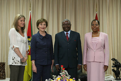 Mrs. Laura Bush and Ms. Jenna Bush meet with Mozambique's President Armando Guebuza and his wife Mrs. Maria da Luz Dai Guebuza Wednesday, June 27, 2007, at the Presidency in Maputo, Mozambique. The visit came on the second day of a four-nation, Africa tour. White House photo by Shealah Craighead