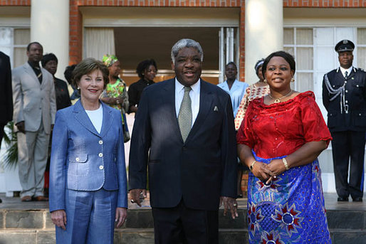Mrs. Laura Bush and Ms. Jenna Bush meet with Zambian President Levy Mwanawasa and First Lady Mrs. Maureen Mwanawasa at State House Thursday, June 28, 2007, in Lusaka, Zambia. White House photo by Shealah Craighead