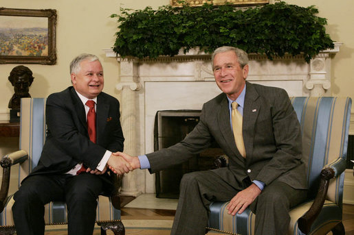 President George W. Bush welcomes Polish President Lech Kaczynski to the Oval Office Monday, July 16, 2007, where the two leaders met to discuss economic and mutual security issues. White House photo by Joyce N. Boghosian