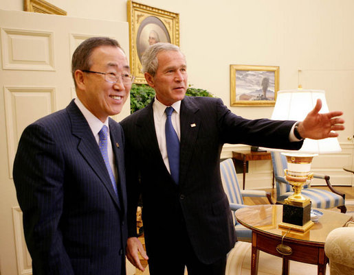 President George W. Bush welcomes United Nations Secretary General Ban Ki-moon into the Oval Office Tuesday, July 17, 2007, to discuss issues concerning Darfur, plans for an upcoming Middle East conference, and also United Nation plans in Afghanistan and Iraq. White House photo by Eric Draper