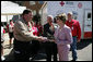 Mrs. Laura Bush meets Jay Reeves, Red Cross worker and first responder to the I-35W bridge collapse in Minneapolis, Friday, Aug. 3, 2007. In an act of courage, Mr. Reeves sprang into action and helped pull children from a stranded school bus on the bridge. White House photo by Chris Greenberg