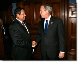 "President George W. Bush shakes hands with President Susilo Bambang Yudhoyono as he welcomed the Indonesian leader to a morning meeting Saturday, Sept. 8, 2007, at the InterContinental hotel in Sydney. President Bush thanked his fellow leader for his strength in the struggle against extremism and said, ""You understand firsthand what it means to deal with radicalism, and you've done it in a very constructive way."" White House photo by Eric Draper"