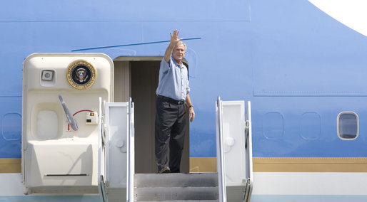 President George W. Bush waves to more than 200 military personnel at Hickam Air Force Base in Honolulu Saturday, Sept. 8, 2007, as he departed Hawaii for Washington and the final leg of a weeklong trip. White House photo by Chris Greenberg