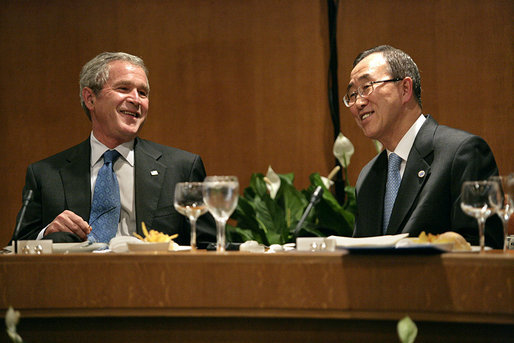 President George W. Bush sits with United Nations Secretary-General Ban Ki-moon during a dinner with world leaders to discuss climate change Monday, Sept. 24, 2007, at the United Nations headquarters. White House photo by Eric Draper