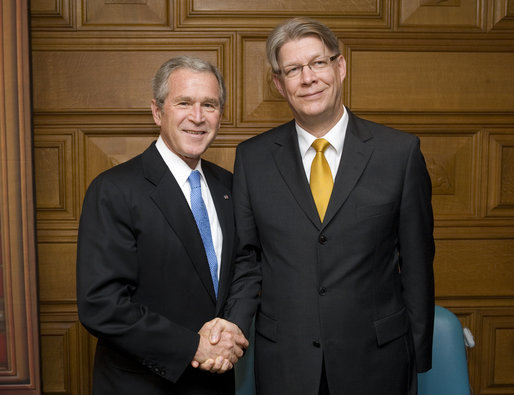 President George W. Bush meets with Latvia President Valdis Zatlers during their participation in a Roundtable on Democracy Tuesday, Sept. 25, 2007, at the United Nations in New York. White House photo by Eric Draper