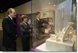Mrs. Laura Bush visits the exhibit First Ladies: Political Role and Public Image at the National Constitution Center Monday, Oct. 1, 2007, in Philadelphia. Pictured with Mrs. Bush are the center's Vice President of Education and Exhibits Dr. Stephen Frank, left, and President and CEO Joseph M. Torsella. The exhibit opens October 5 and runs through December 31, 2007. White House photo by Shealah Craighead