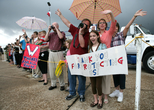 Well-wishers wave and show their support for President George W. Bush at his departure aboard Air Force One Monday, Oct. 15, 2007, from Waco TSTC Airport in Waco, Texas. President Bush flew on to Arkansas touring a manufacturing facility, meeting with local business leaders and delivering a speech on fiscal responsibility. White House photo by Eric Draper