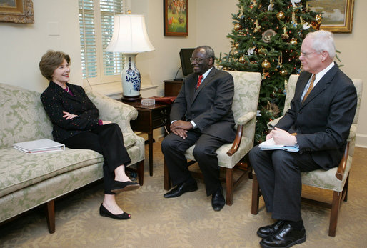 Mrs. Laura Bush meets with Ibrahim Gambari, the United Nation's Special Advisor on Burma, Monday, Dec. 17, 2007, at Mrs. Bush's East Wing office at the White House, joined by James Jeffrey, right, Assistant to the President and Deputy National Security Advisor. White House photo by Joyce N. Boghosian