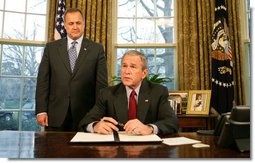 President George W. Bush, joined by Office of Management and Budget Director Jim Nussle, talks with reporters prior to signing an executive order Tuesday, Jan. 29, 2008 in the Oval Office, protecting American taxpayers from government spending on wasteful earmarks. White House photo by Eric Draper