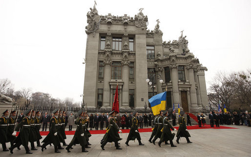 An honor guard marches past the red carpet in front of the Presidential Secretariat in Kyiv Tuesday, April 1, 2008, during arrival ceremonies for President George W. Bush and Mrs. Laura Bush. White House photo by Eric Draper