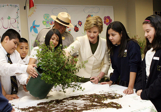 Mrs. Laura Bush works with students from the Williams Preparatory School in Dallas, Thursday, April 10, 2008, during planting events at the First Bloom program to help encourage youth to get involved with conserving America's National Parks. White House photo by Shealah Craighead