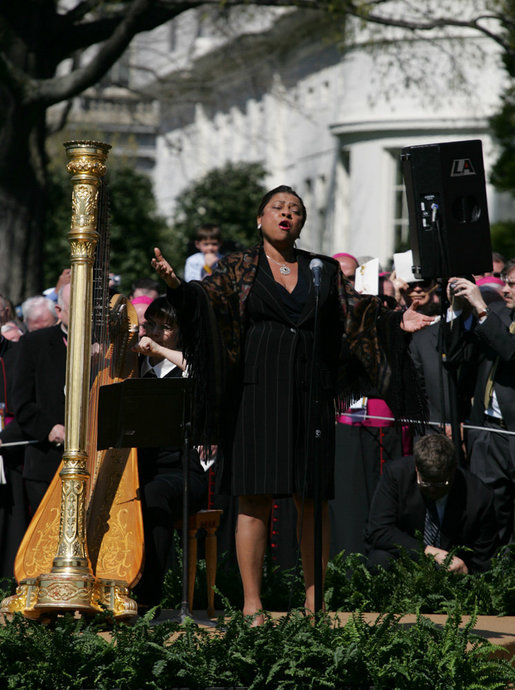 "Soprano Kathleen Battle sings ""The Lord's Prayer,"" Wednesday, April 16, 2008, during the arrival ceremony in honor of Pope Benedict XVI on the South Lawn of the White House. White House photo by Shealah Craighead"