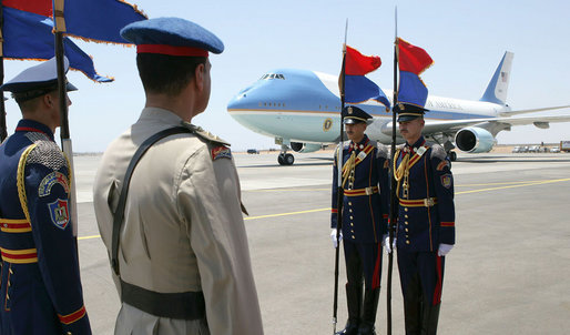 An Egyptian honor guard stands at attention at the arrival of Air Force One with President George W. Bush and Laura Bush Saturday, May 17, 2008, to Sharm el Sheikh International Airport in Sharm el Sheikh, Egypt. White House photo by Chris Greenberg