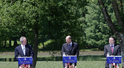 President George W. Bush attends a news conference with President of the European Commission, Jose Manuel Barroso, center, and Janez Jansa, Prime Minister of Slovenia, right, Tuesday, June 10, 2008, during the United States - European Union Meeting at Brdo Castle in Kranj, Slovenia. White House photo by Chris Greenberg