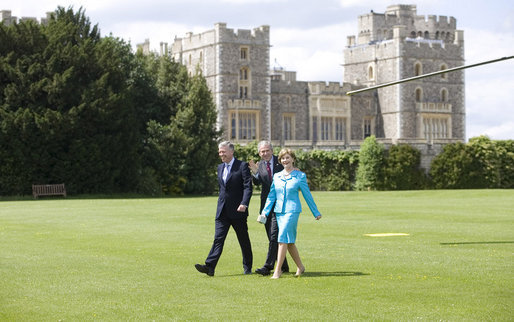 President George W. Bush and Laura Bush wave upon their arrival to Windsor Castle Sunday, June 15, 2008 in Windsor, England, escorted by Air Vice Marshal David Walker, where President Bush and Mrs. Bush met with Queen Elizabeth II and the Duke of Edinburgh Prince Phillip. White House photo by Eric Draper