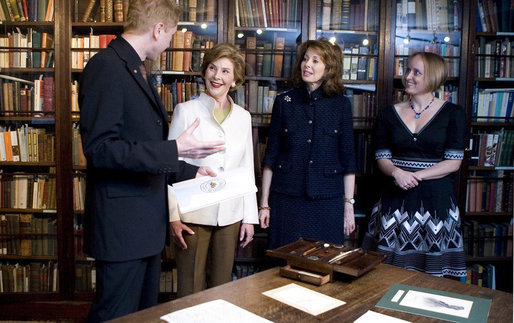 Mrs. Laura Bush visits the Charles Dickens House and Museum in London on Monday, June 16, 2008. The Dickens Drawing Room, Library and Study were included on the tour. White House photo by Shealah Craighead