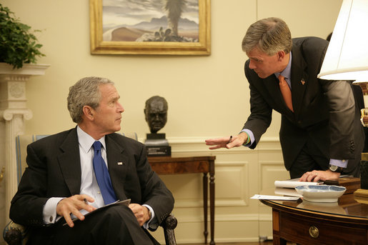 "President George W. Bush confers with White House Press Secretary Tony Snow in the Oval Office in this Sept. 14, 2006 White House photo. The 53-year-old former spokesman died Saturday, July 12, 2008. In a statement, the President said: ""All of us here at the White House will miss Tony, as will the millions of Americans he inspired with his brave struggle against cancer."" White House photo by Eric Draper"