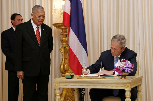 President George W. Bush is joined by Prime Minister Samak Sundaravej of Thailand as he signs a guest book Wednesday, Aug. 6, 2008, on his arrival to the Government House in Bangkok. White House photo by Chris Greenberg