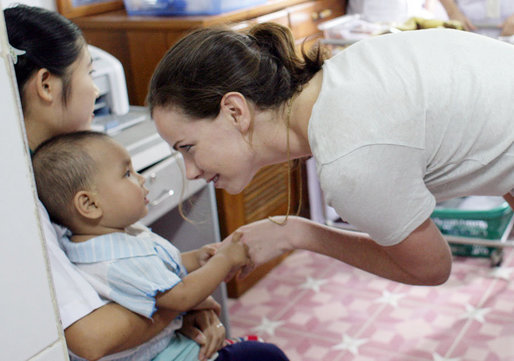 Ms. Barbara Bush, daughter of President George W. Bush and Mrs. Laura Bush, spends a playful moment with a small child during her visit to the Mae Tao Clinic at the Mae La Refugee Camp in Mae Sot, Thailand Thursday, Aug. 7, 2008. White House photo by Shealah Craighead