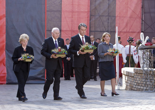 Vice President Dick Cheney is joined by Mrs. Lynne Cheney, President of Ukraine Viktor Yushchenko and Mrs. Kateryna Yushchenko, in presenting memorial baskets Friday, Sept. 5, 2008, at the Holodomar Memorial at St. Michael's Square in Kyiv. The Holodomar, Ukraine's famine of 1932-33, was imposed by Soviet communists and killed an estimated three to seven million. White House photo by David Bohrer