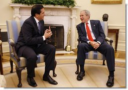 President George W. Bush speaks with Panama's President Martin Torrijos during their meeting in the Oval Office, Wednesday, Sept. 17, 2008, where President Bush thanked President Torrijos for being a good friend to freedom, prosperity and democracy. White House photo by Eric Draper