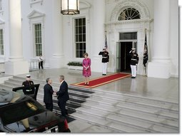 President George W. Bush and Mrs. Laura Bush welcome President of Colombia Alvaro Uribe Saturday, Sept. 20, 2008, to a social dinner at the White House. White House photo by Grant Miller