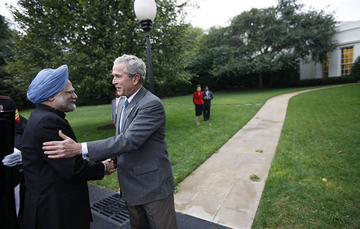 President George W. Bush greets Prime Minister Manmohan Singh of India as he arrives Thursday, Sept. 25, 2008, for a meeting and dinner at the White House. White House photo by Eric Draper