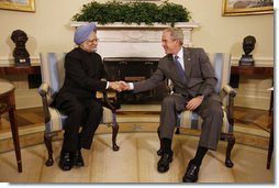 President George W. Bush welcomes Prime Minister Manmohan Singh of India to the Oval Office Thursday, Sept. 25, 2008, prior to their meeting and dinner at the White House. White House photo by Eric Draper