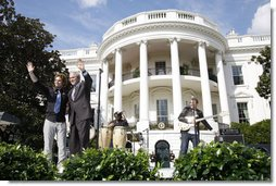President George W. Bush is joined by Colombian musician Andres Cabas as they wave to invited guests, following Cabas and his band's performance Thursday, Oct. 9, 2008 on the South Lawn of the White House, during the celebration of Hispanic Heritage Month.  White House photo by Joyce N. Boghosian