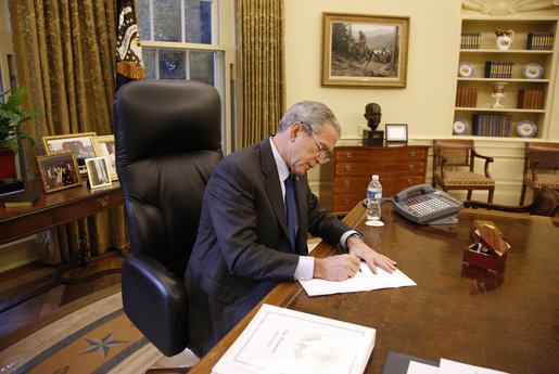 President George W. Bush fills out his ballot for the 2008 election during the early voting process from his Oval Office desk at the White House Friday, Oct. 24, 2008. Ballots cast by both the President and Mrs. Laura Bush will be mailed back to Texas today. White House photo by Eric Draper