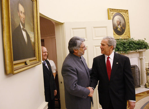 President George W. Bush welcomes President Fernando Lugo of Paraguay to the Oval Office, Monday, Oct. 27, 2008, for their meeting at the White House. White House photo by Eric Draper