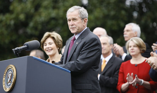 "With Mrs. Laura Bush, the Vice President and Mrs. Cheney and Cabinet secretaries looking on, President George W. Bush addresses his staff Thursday, Nov. 6, 2008, on the South Lawn of the White House. Said the President, ""As we head into this final stretch, I ask you to remain focused on the goals ahead. I will be honored to stand with you at the finish line."" White House photo by Eric Draper"