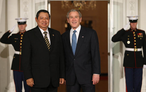 President George W. Bush greets President Susilo Bambang Yudhoyono of Indonesia Friday, Nov. 14, 2008, for dinner at the White House marking the opening of the Summit on Financial Markets and World Economy. White House photo by Chris Greenberg