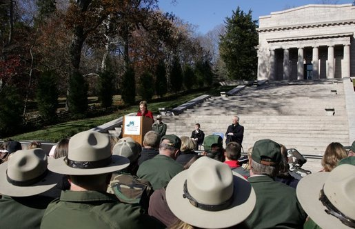 Mrs. Laura Bush delivers her remarks during her visit to the Abraham Lincoln Birthplace National Historic Site Tuesday, Nov. 18, 2008, in Hodgenville, KY. White House photo by Joyce N. Boghosian