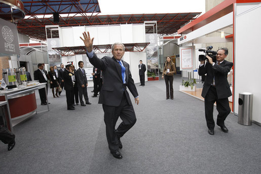 President George W. Bush waves to the media as he arrives Saturday, Nov. 22, 2008, at the Ministry of Defense Convention Center in Lima, Peru, where he addressed the APEC CEO Summit 2008. White House photo by Eric Draper