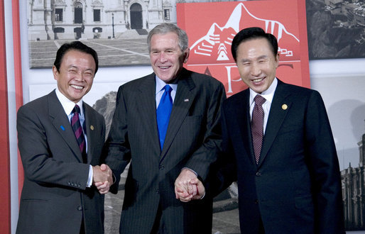 President George W. Bush is flanked by Prime Minister Taro Aso of Japan, left, and President Lee Myung-bak of the Republic of Korea, prior their trilateral meeting Saturday, Nov. 22, 2008, in Lima Peru. White House photo by Eric Draper