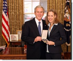 President George W. Bush stands with Wendy Kopp after presenting her with the 2008 Presidential Citizens Medal Wednesday, Dec. 10, 2008, in the Oval Office of the White House. White House photo by Chris Greenberg