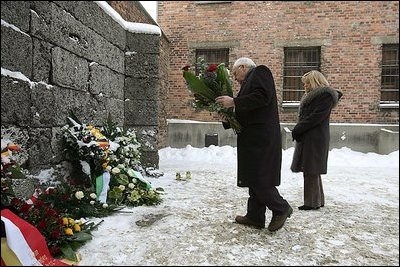 Dick cheney at auschwitz memorial