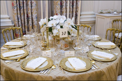 The table settings in the State Dining Room for the White House dinner ...